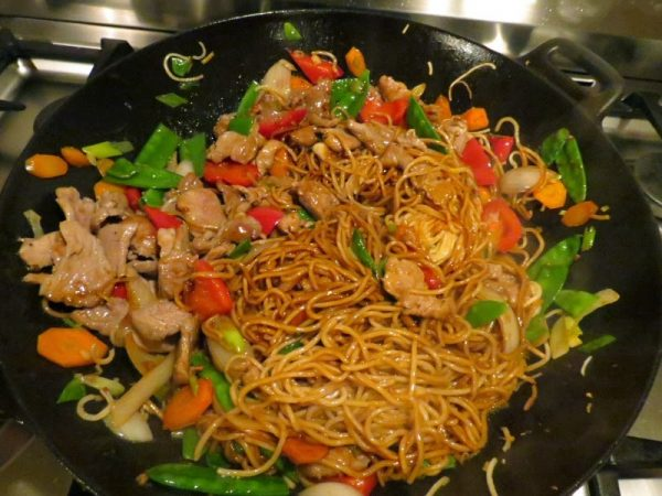 Chinese Style noodles with pork and vegetables Recipes